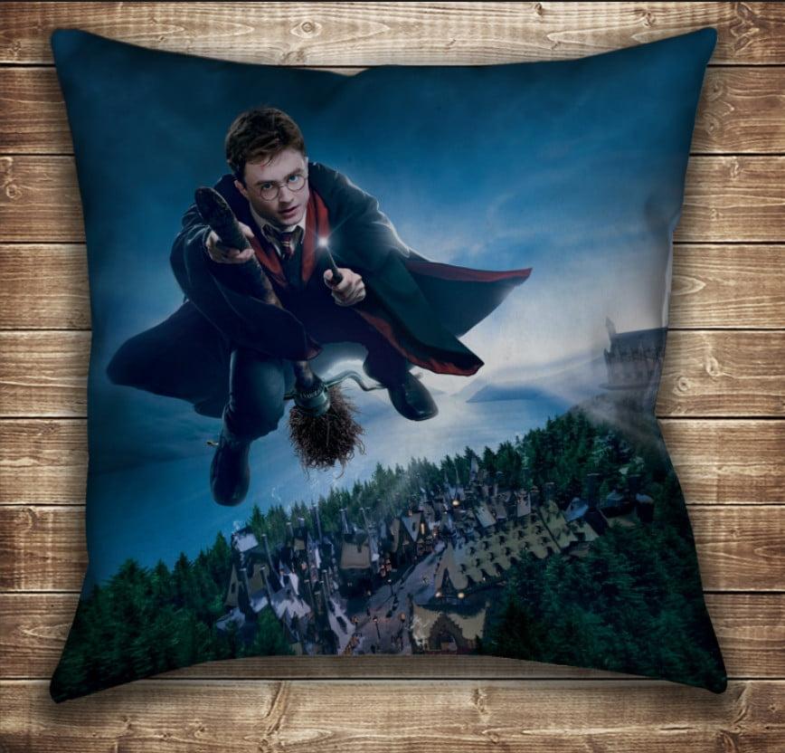 Подушка с принтом на тему: Гарри Поттер и Нимбус 2000