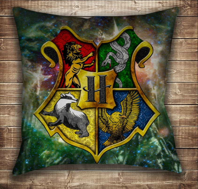 Подушка с принтом на тему: Гарри Поттер. Факультеты Хогвартса